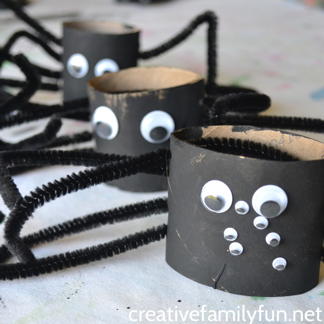 Toilet paper roll spider craft for Halloween
