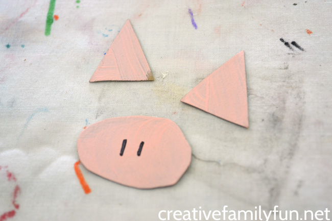 Do you love the Elephant and Piggie books by Mo Willems? You'll love making this cardboard tube Piggie craft to go along with the books.