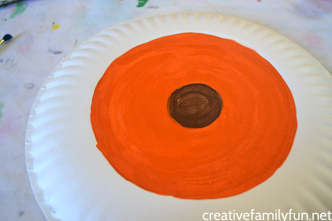Have fun learning about earth science with this simple Paper Plate Layers of the Earth Project inspired by The Magic School Bus Inside the Earth.