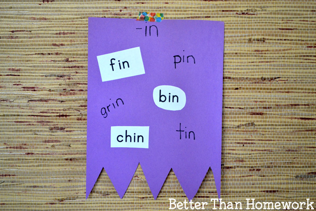 Create a fun room decoration while you practice word families with this learning craft, Word Family Flags. Collect words and then add them to the correct flag.