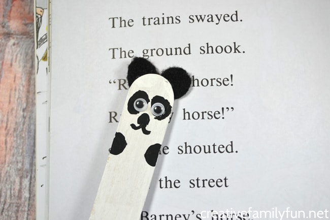 Make this simple panda bear reading pointer for your beginning readers.