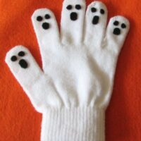 Easy Halloween Hand Puppets: No-Sew Ghost Puppet